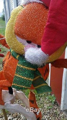 4' Outdoor Lighted Christmas Garfield Odie Carosel Yard