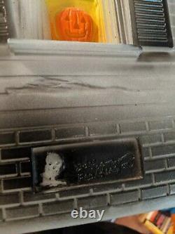Don Featherstone Original Haunted House Union Plastics Blow Mold. All original