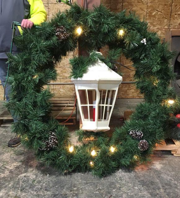 Pole Mount Wreaths White Gp Blow Mold Lanterns City Street Christmas Decorations