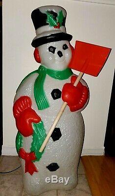 Snowman Holding Shovel & Wreath Lighted Christmas Blow Mold TPI Vintage 1995 40